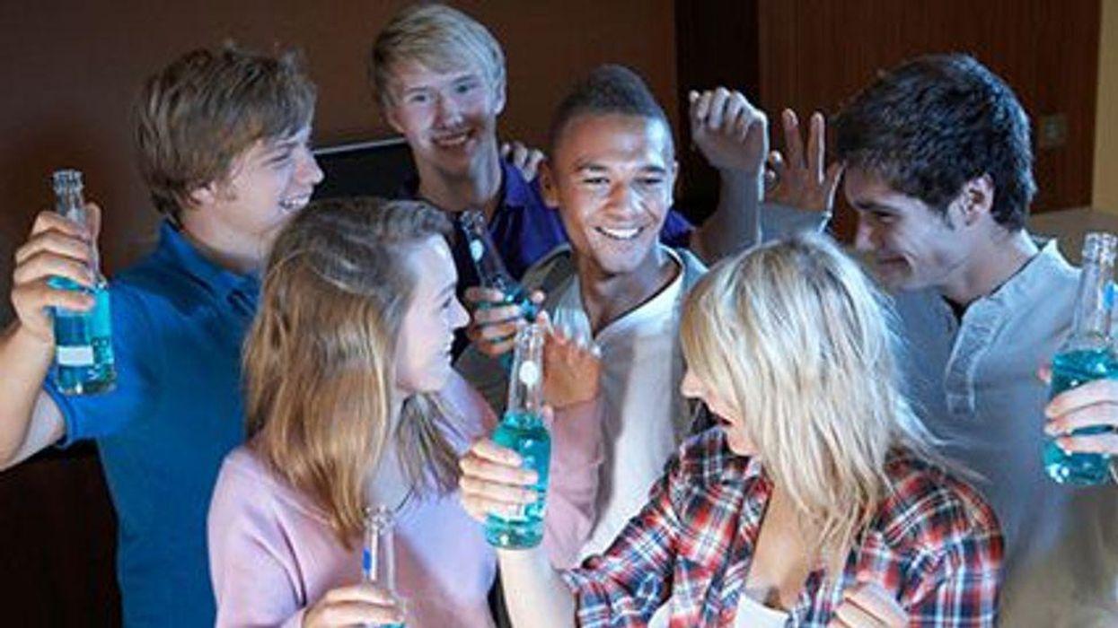 การดื่มหนักในเยาวชนอาจเป็นอันตรายต่อหลอดเลือดได้
